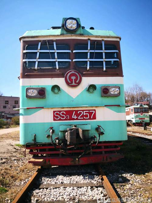 SS3型电力机车_WWW.XUNWANGBA.COM