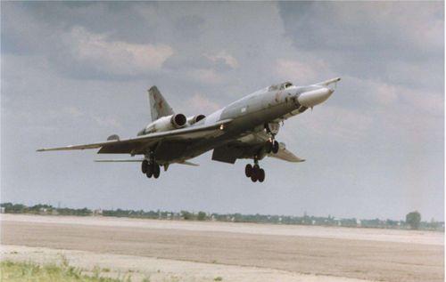 图-22M逆火只是图-22眼罩轰炸机的改进型吗?_WWW.XUNWANGBA.COM