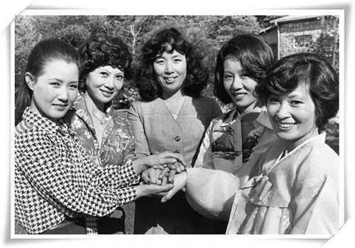 最催泪的韩国喜剧女王 老戏骨罗文姬_WWW.XUNWANGBA.COM