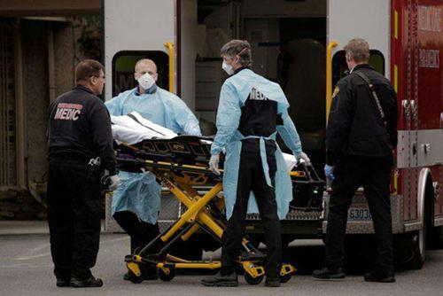 美国允许新冠阳性医护工作 美国医护人员死亡人数 美国医护人员现状_WWW.XUNWANGBA.COM