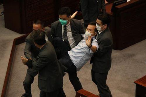 港府公报:4人丧失立法会议员资格 香港立法会议员的权利_WWW.XUNWANGBA.COM