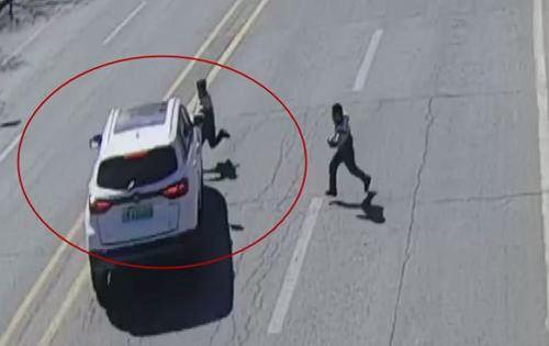 女童马路往返跑10次被撞 儿童过马路安全小常识_WWW.XUNWANGBA.COM