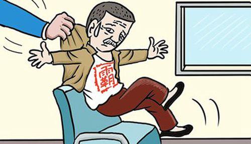 又见高铁霸座女子让座反被骂 高铁霸座属于什么违法行为_WWW.XUNWANGBA.COM