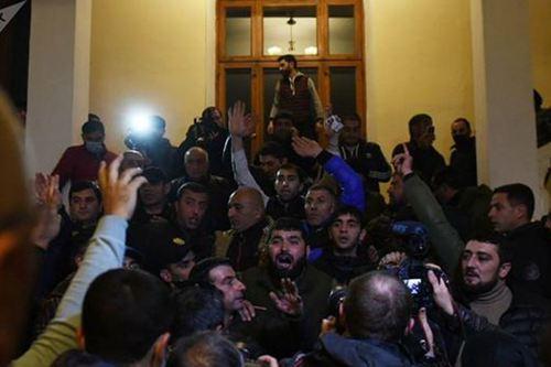 亚美尼亚总理官邸遭洗劫 亚美尼亚最新战况_WWW.XUNWANGBA.COM