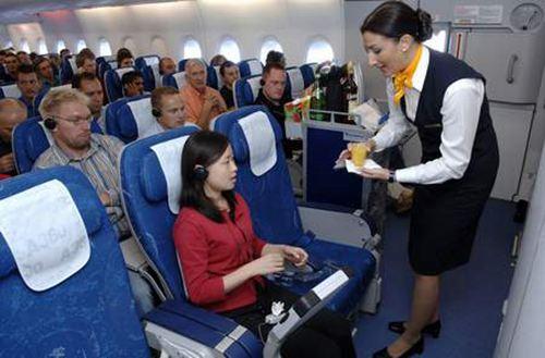 女子首次坐飞机误开应急舱门被拘 第一次乘坐飞机流程及注意事项_WWW.XUNWANGBA.COM