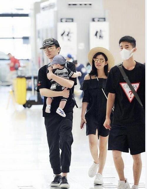 陈妍希送儿子上学 陈妍希陈晓婚变是咋回事_WWW.XUNWANGBA.COM