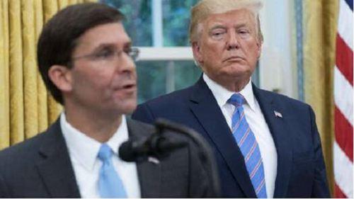 特朗普被抬出白宫 特朗普被抬出白宫是真的吗_WWW.XUNWANGBA.COM