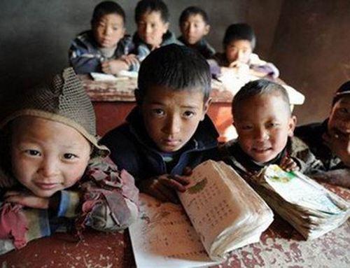 高校连续11年给贫困生发棉衣 贫困学生是怎么评定的_WWW.XUNWANGBA.COM
