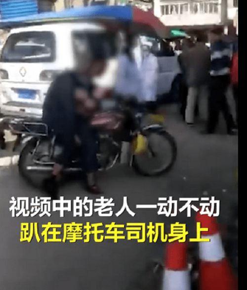 老人打摩的猝死后座司机背一路 猝死老人和司机关系不简单_WWW.XUNWANGBA.COM