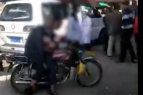 老人打摩的猝死后座司机背一路 老人猝死原因有哪些_WWW.XUNWANGBA.COM