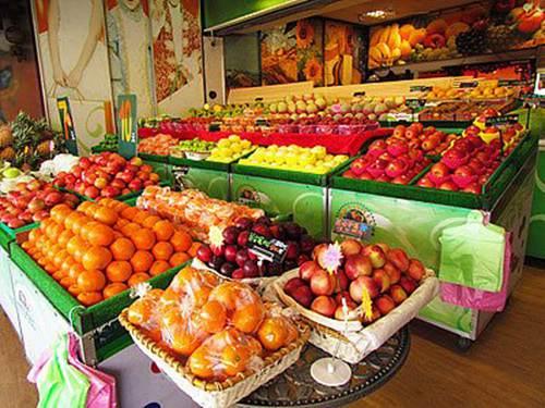 摆摊卖水果适合在什么地方 摆地摊卖水果的窍门与方法_WWW.XUNWANGBA.COM