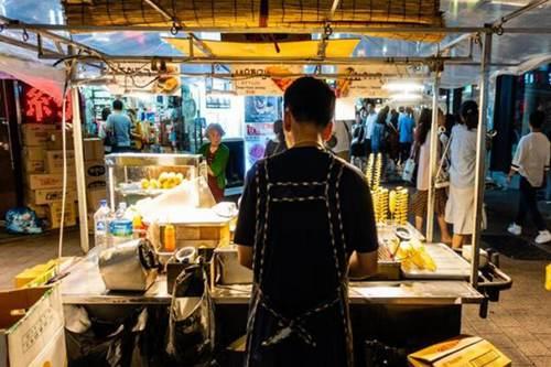 摆地摊卖什么小吃最赚钱而且很受欢迎_WWW.XUNWANGBA.COM