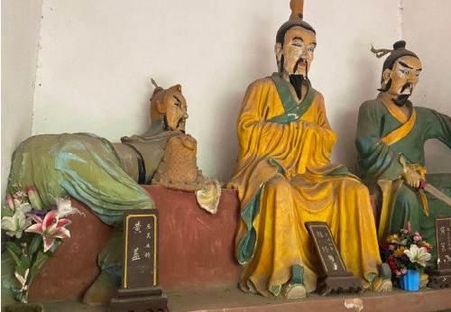 湖南5A级景区现魔性黄盖雕像_WWW.XUNWANGBA.COM