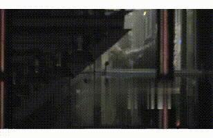 杨坤带两位美女回酒店 杨坤深夜与两美女牵手搂抱_WWW.XUNWANGBA.COM