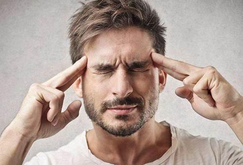 年轻人长白头发的原因有哪些 年轻人长白头发是什么原因造成的 年轻人长白头发的原因及怎样补救_WWW.XUNWANGBA.COM