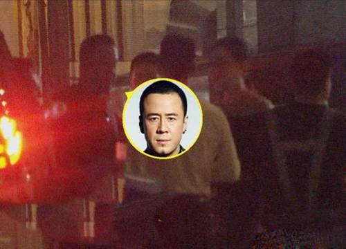 杨坤带两位美女回酒店 杨坤个人资料_WWW.XUNWANGBA.COM