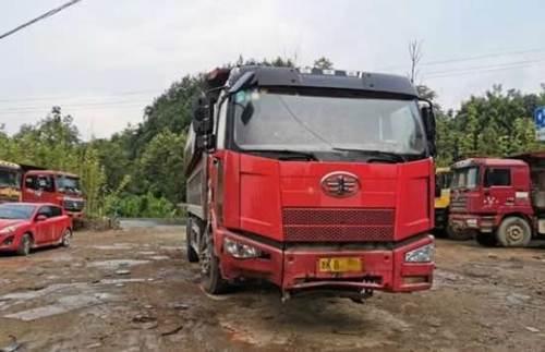 货车两个前轮都没了仍在行驶 货车没前轮仍在行驶_WWW.XUNWANGBA.COM