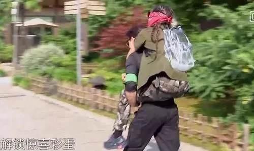 岳云鹏搂孔雪儿惹争议 岳云鹏搂孔雪儿被批咸猪手_WWW.XUNWANGBA.COM